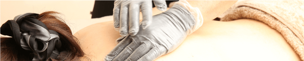 何故、手袋をして施術しているのか?
